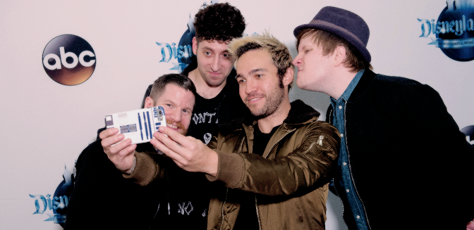 "FALL OUT BOY APARECE EN EL ESPECIAL ""DISNEYLAND 60 ANIVERSARIO"""
