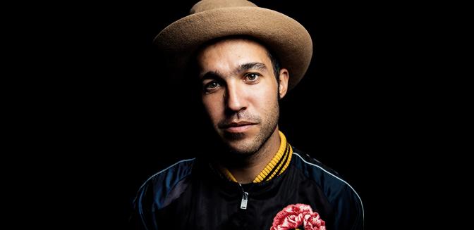 Pete Wentz habla sobre MANIA, los VMAs y el hiatus de Fall Out Boy |Traducido